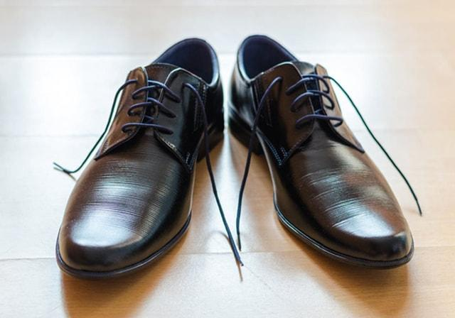Clothing etiquette: from what kind of elements classic mens footwear consists?