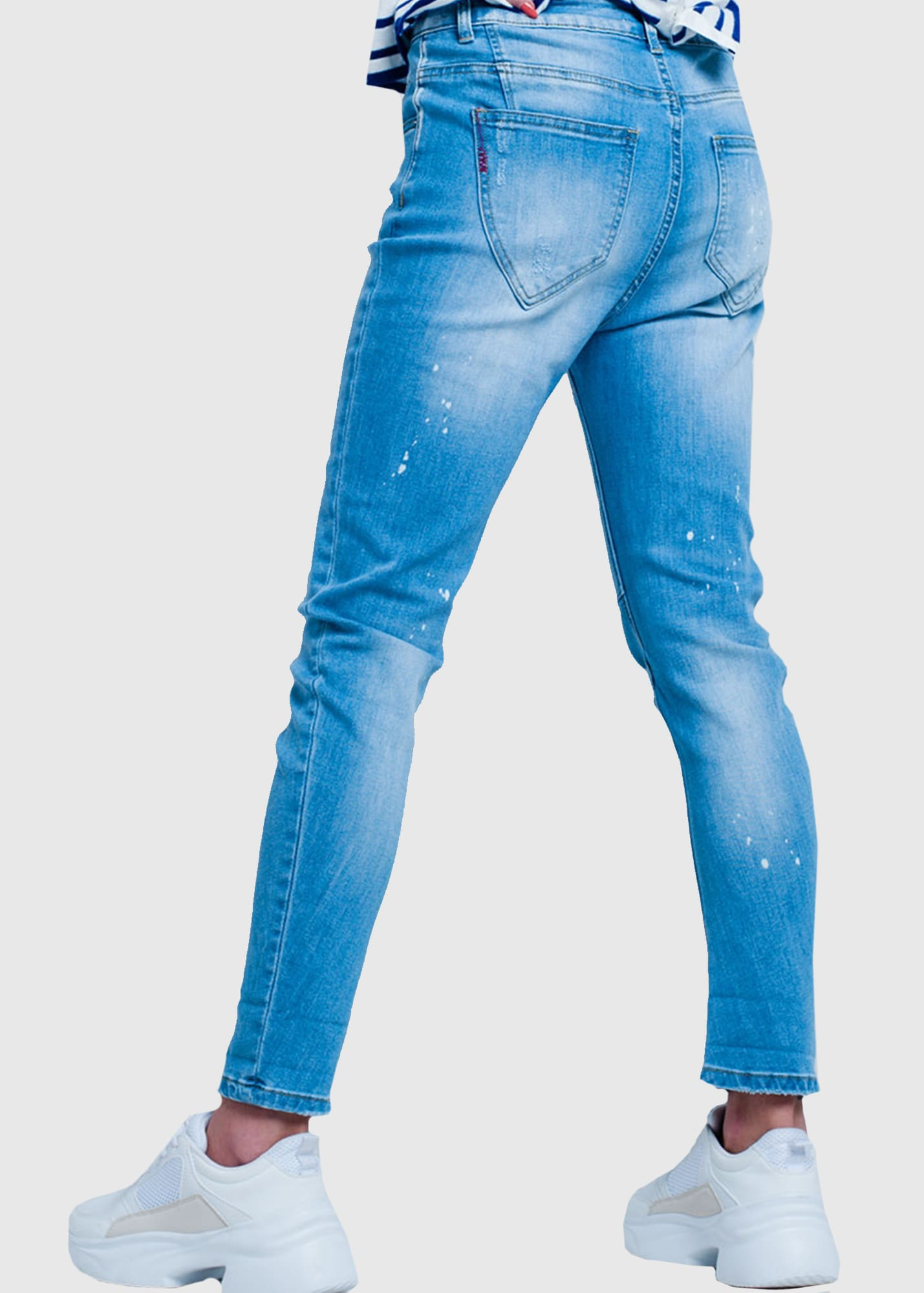 Photo №1 Slim Fit women's distressed jeans